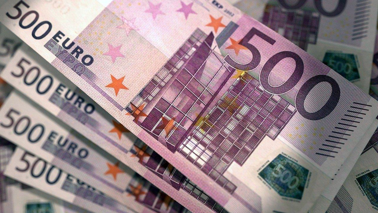 Как осуществлять торговые операции с EUR/USD?
